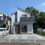 【太陽光発電パネル搭載】厚木市飯山◆築浅オール電化住宅◆南道路&角地の約45坪!