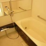 ゆったりと入れる浴槽です(風呂)